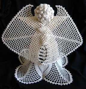 Crochet angel Edith - back detail