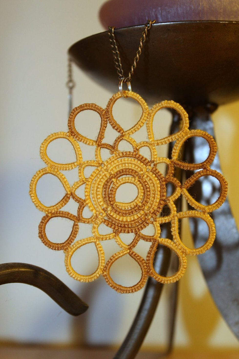 Indian summer pendant in yellow mellow colours