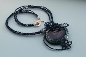 Round agate, beads and frivolite lace necklace in the shades of blue