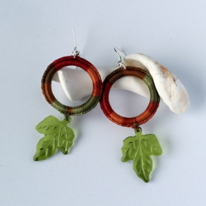 Handmade earrings - original design with cotton thread and leaf beads