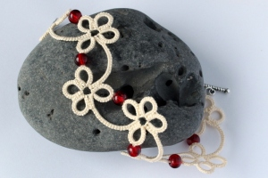 Handmade design bracelet in ecru with red beads