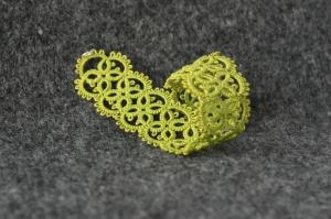 Frivolite design - hand-made olive bracelet